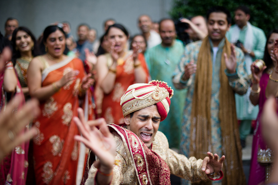 groom dancing at baraat