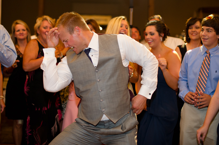 Great dancing pictures at wedding