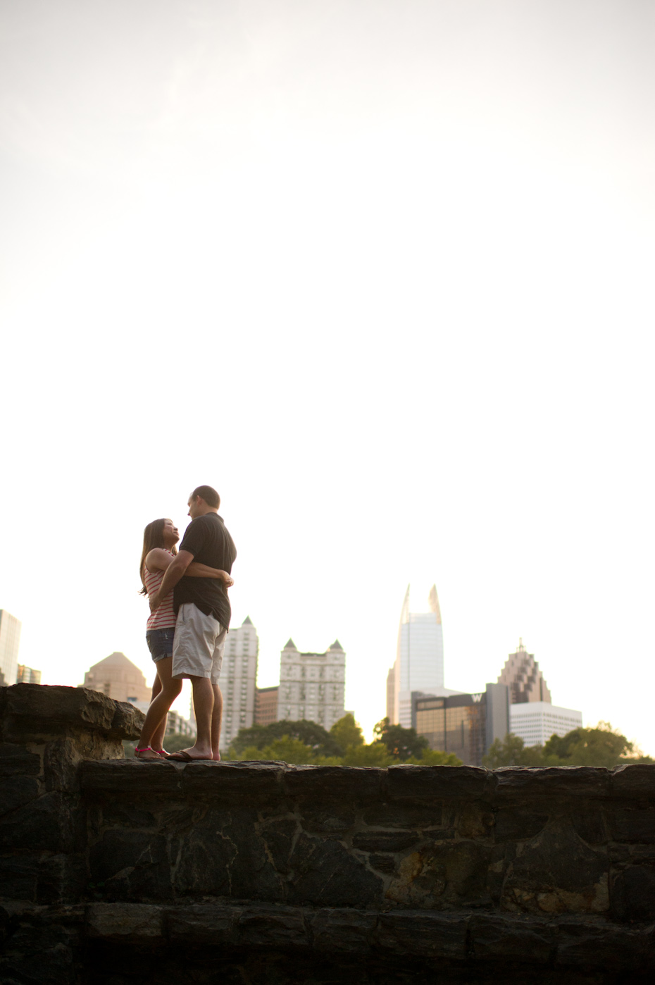 Engagement pictures with Atlanta skyline