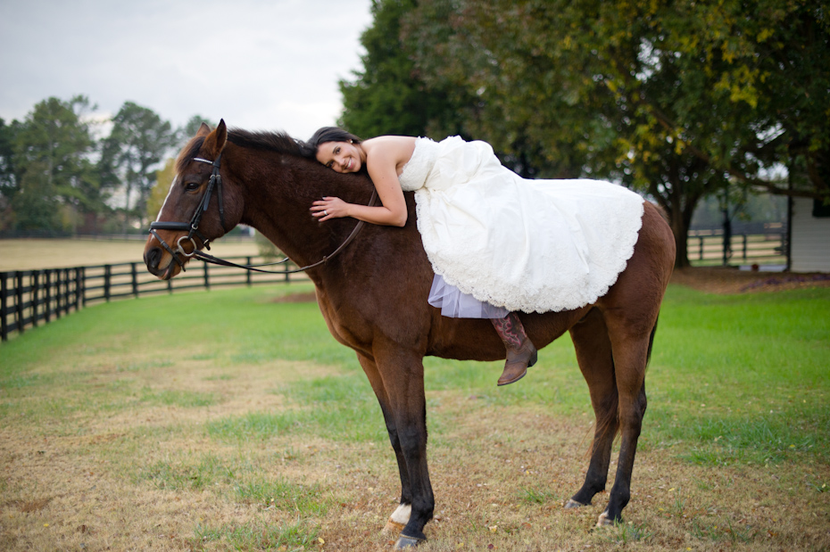 Bridal pictures with horse