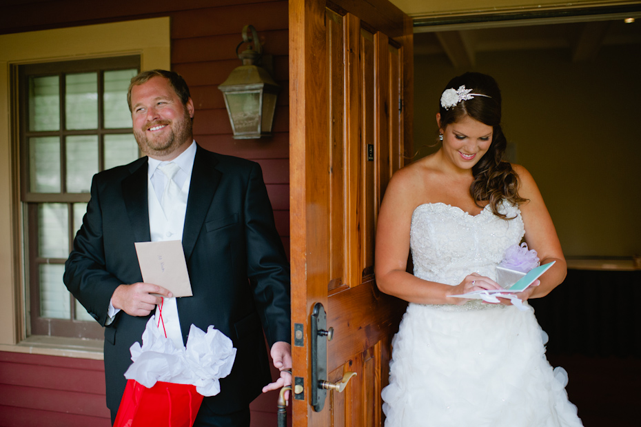 Exchanging gifts before the wedding ceremony